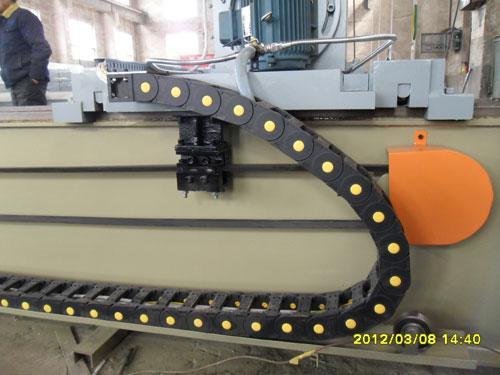 磨刀机采用高精度导轨